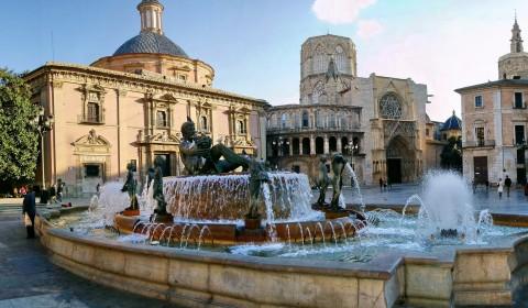 Plaza-de-la-Virgen-en-Valencia-y-sus-alrededores[1]